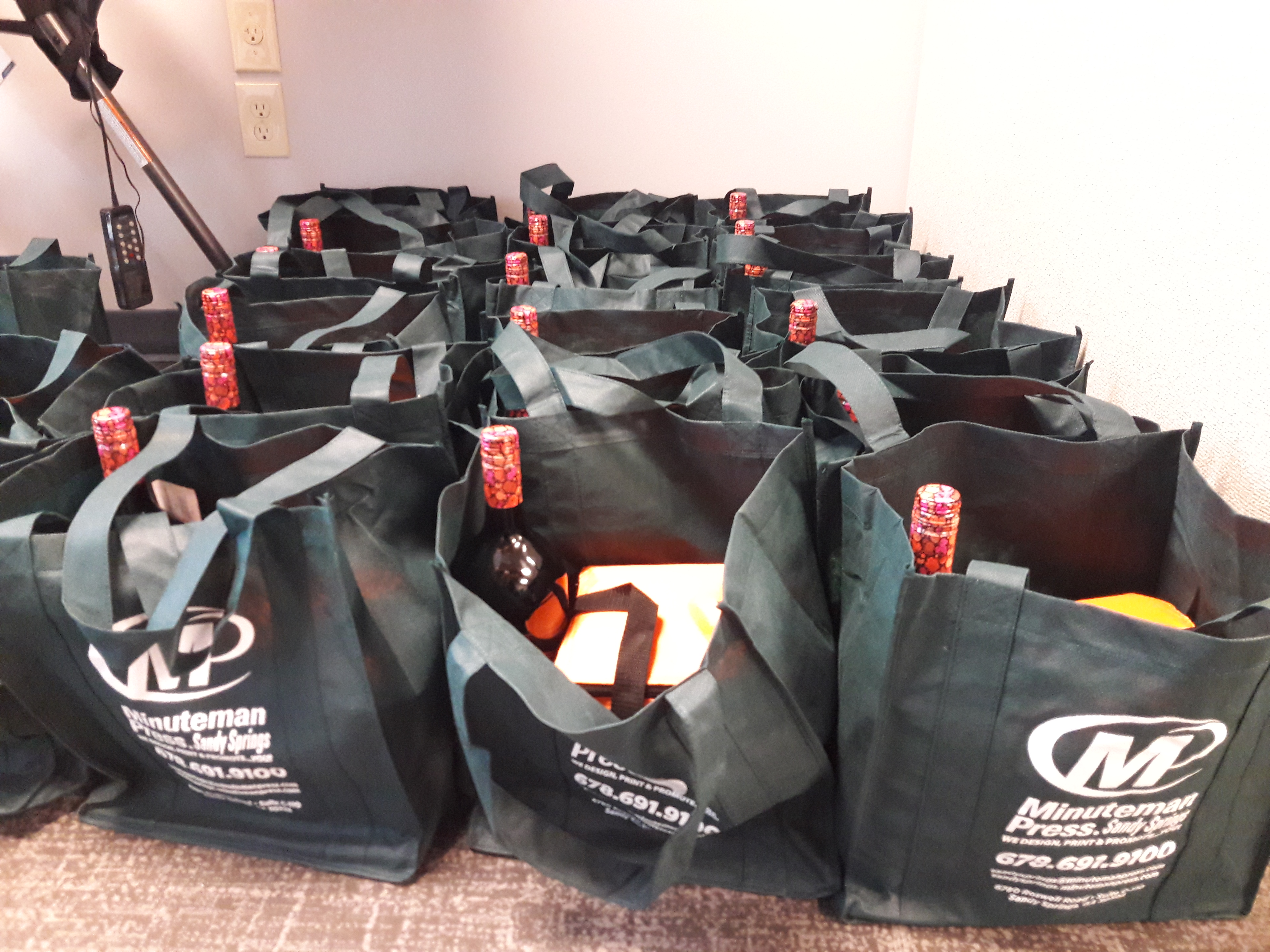 Minuteman Press branded tote bags were filled with promotional products as well as other items and given away to those who attended the grand re-opening event in Sandy Springs, GA. http://www.minutemanpressfranchise.com