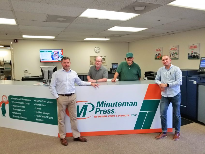 James Frost (left) and the team of the Minuteman Press franchise, Redondo Beach, California. http://www.minutemanpressfranchise.com